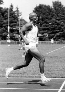 Sri Chinmoy court un 100 m