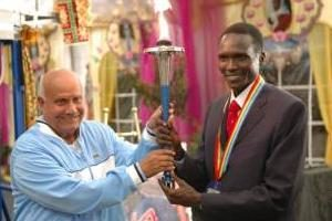 Sri Chinmoy et Paul Tergat