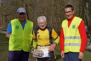 Jean BERLAND, bientôt 80 ans, entre Unnatishil, président du SCMT et Prabala, directeur du marathon